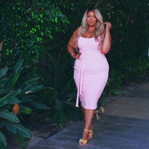 PLUS SIZE Pink Ribbed Midi Dress